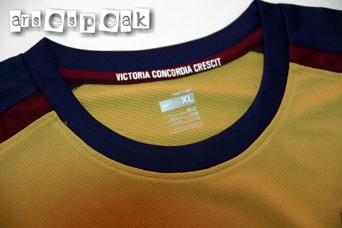 Arsenal Away Kit 0809 Close Up of Collar Details