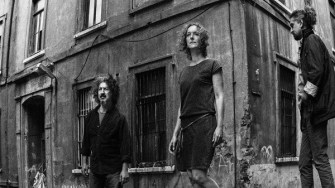 """Sularda hayatını kaybeden sığınmacılar anısına hüzünlü bir çığlık: Belçikalı Hilde de Clercq'in Anadolu müzikleri ile """"Sudan Sebepler"""" CD'si çıktı"""