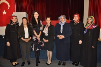 """Belçika Diyanet Vakfı Kadın Kolları """"Aile İçi İletişim"""" semineri ile kadınlar gününü kutladı"""