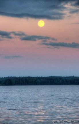 Superkuu. Kuva otettu 22.6.2013 klo 22:15
