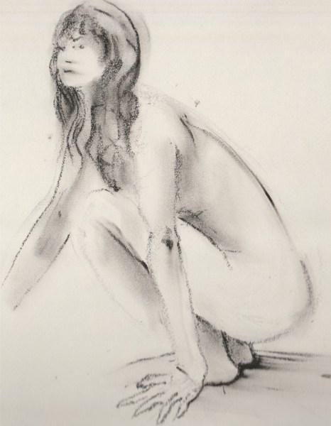 Mujer en cuclillas. Dibujo con carboncillo.