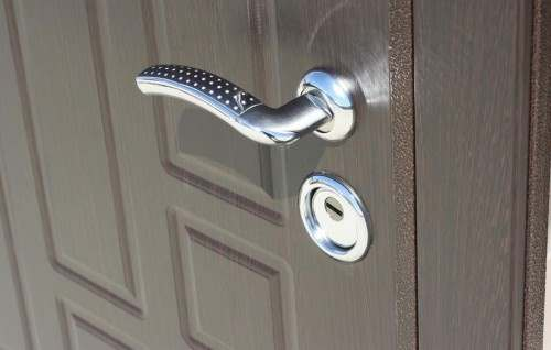 входную дверь