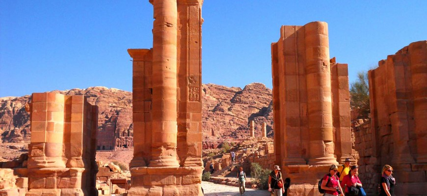 Римские ворота в Петре, Иордания.