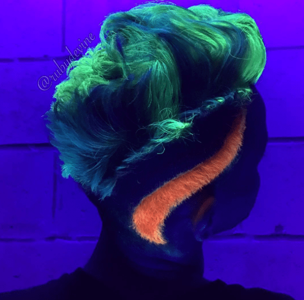 https://www.instagram.com/p/BMpweNqBWDd/?tagged=glowinthedarkhair