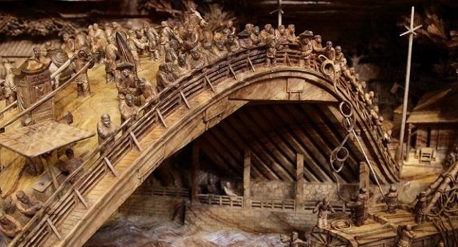 Создана самая длинная в истории искусства скульптура из цельного ствола дерева