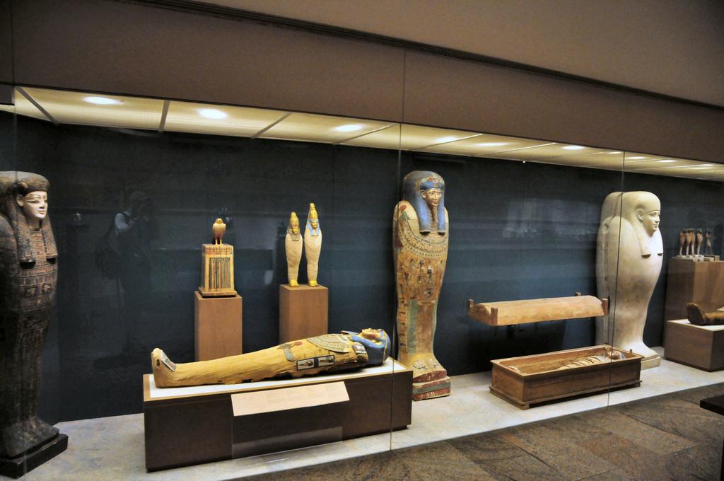 Музей Метрополитен приобрел уникальный египетский гроб