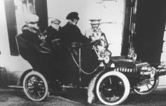 Edith Wharton in auto con Henry James