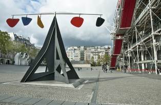 Scultura di Calder davanti al Boubourg