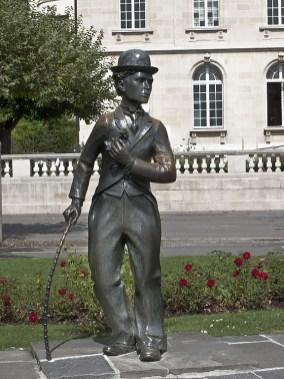 La statua di Chaplin davanti all'Alimentarium
