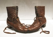 Meret Oppenheim, La coppia, scarpe in pelle, 1956