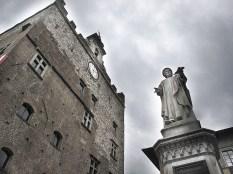 Palazzo Pretorio e il monumento a Francesco Datini Mercante di Prato