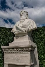 I Giardini del Castello di Amboise. Busto di marmo raffigurante Leonardo Da Vinci