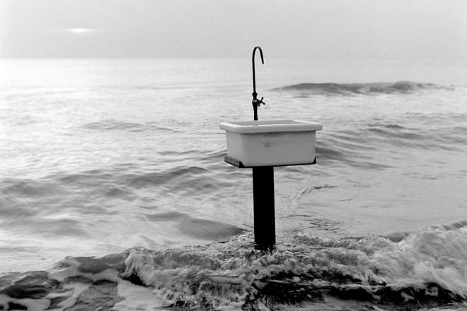 Sink, Still, 2009, Image courtesy of Kirsten Tan