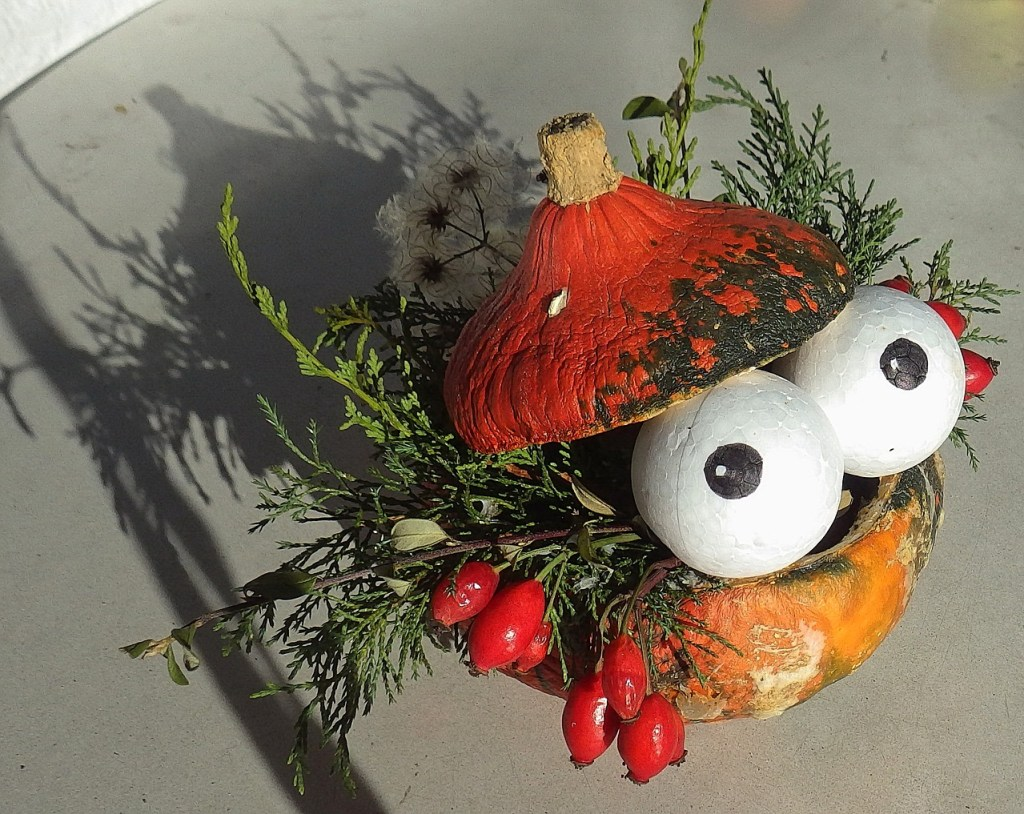 Halloween Pumpkin Carving Ideas | Pooping Eyeballs