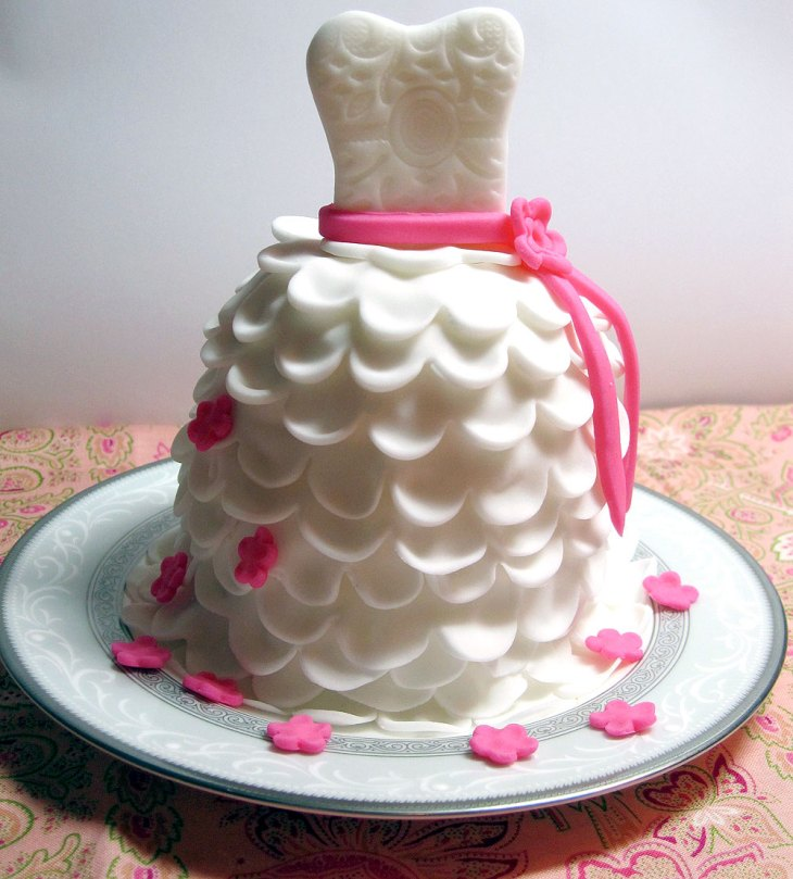 DIY Wedding Dress Cupcakes