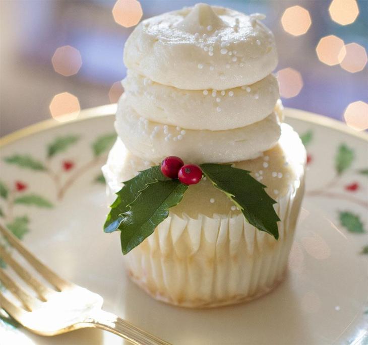 Pretty Christmas Cupcake