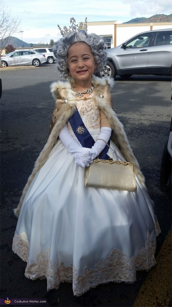 Queen Elizabeth II The Crown Netflix Halloween Costume