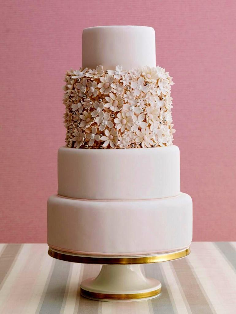 Daisy Delight Wedding Cake photo by Antonis Achilleos