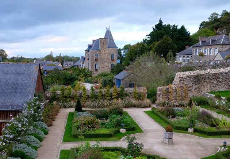 Le Chateau de Mont Dol