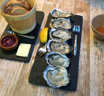 oysters and cider in Cancale