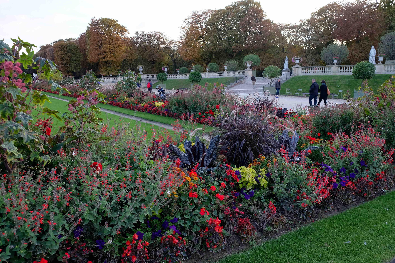 Paris art as artifact for Au jardin du luxembourg