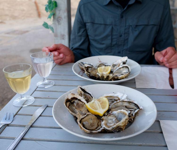 A dozen fresh oysters & Picpoul de Pinet
