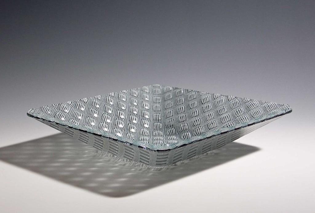 Schale,2010. Glas, Email, 9 × 36 × 36 cm.
