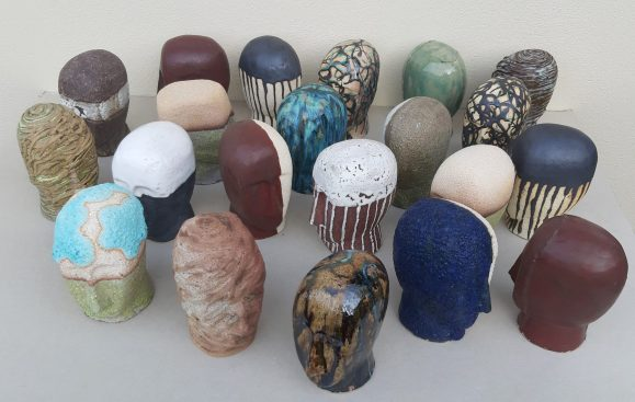 Mutability, speaks of the constant changes in our mood throughout the day. The heads are always the same but the variations in the textures, decorations and colours seek to express this idea. It is an installation made up of 365 heads, still in progress.