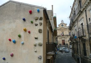 Permanent Installation on a wall in Vizzini, Sicilia, Italia, Ceramic, glaze, 2015
