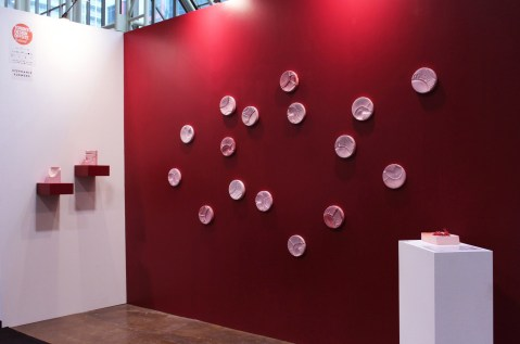 2018 (installation view). Stained porcelain, slip-cast. Dimensions variable.