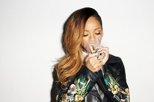 02-Rihanna-Behind-the-Scenes-with-Terry-Richardson-for-Rolling-Stone