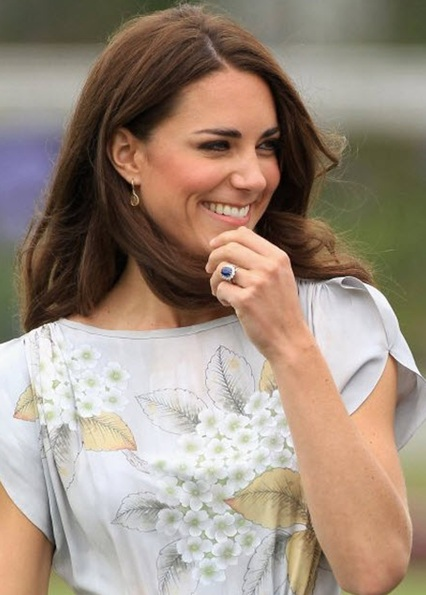 kate-middletoon-sapphire-engagement-ring