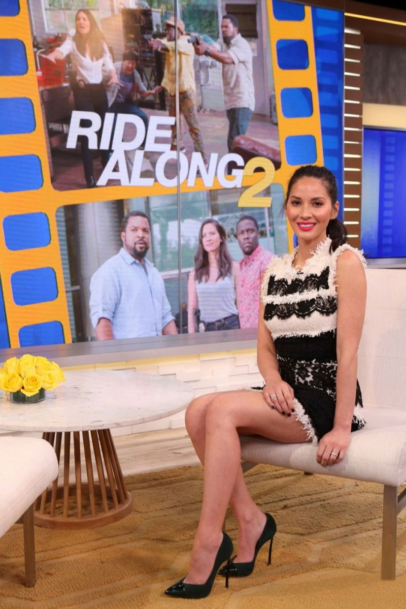 olivia-munn-tapes-an-appearance-on-good-morning-america-in-new-york-1-18-2016-2