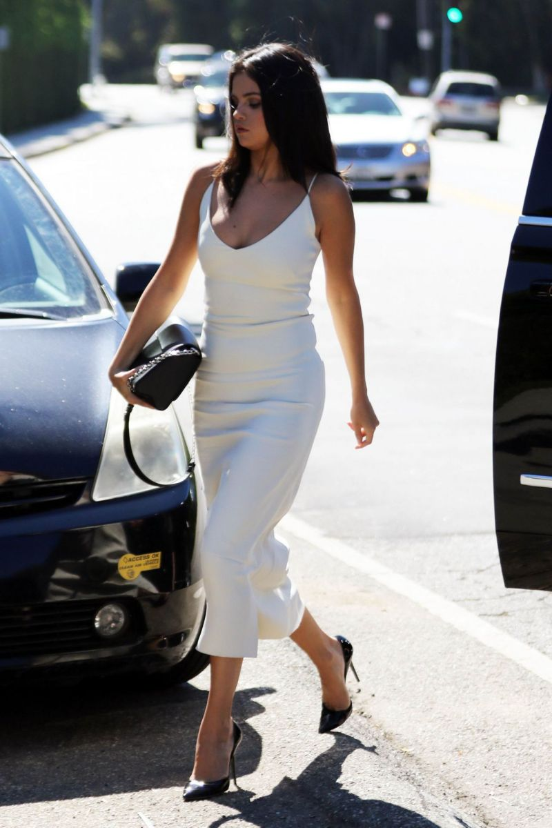 selena-gomez-in-white-dress-jennifer-klein-s-day-of-indulgence-party-january-2016-2