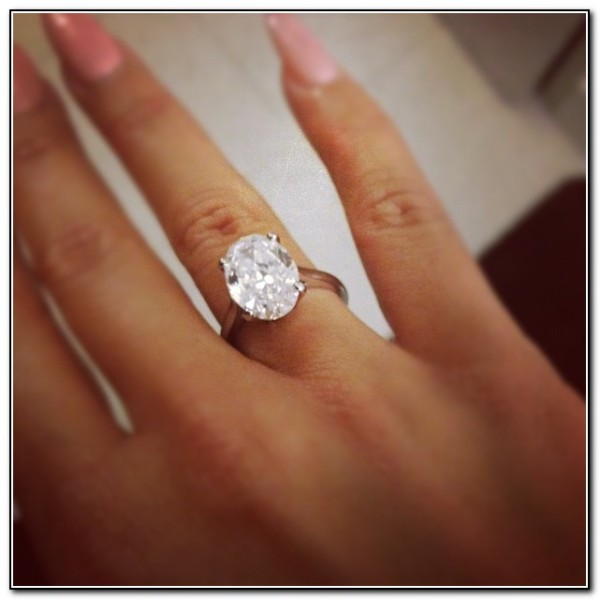 engagement-rings-on-black-finger-dkvq-600x600