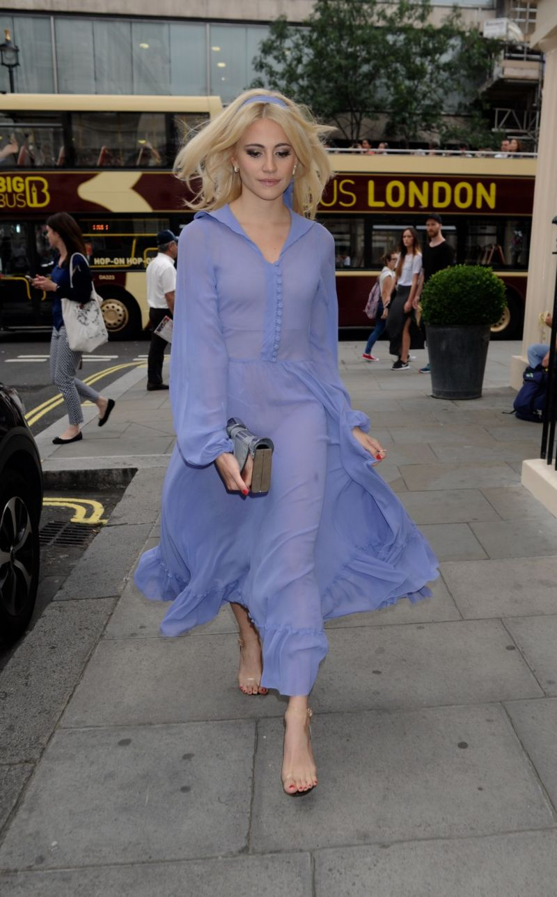 pixie-lott-shows-off-her-eclectic-style-london-7-21-2016-4