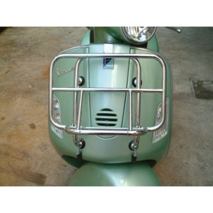 Vespa GT200 with front rack
