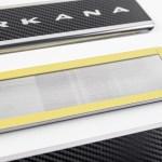 Накладки на пороги в проем дверей (нержавейка с карбоном) для Renault Arkana
