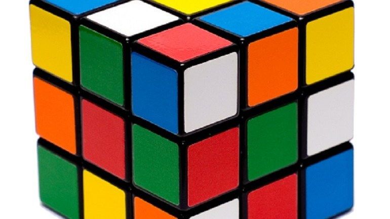 Harvard Graduate Takes 1Rubik's Cube to 11 Travel Destinations