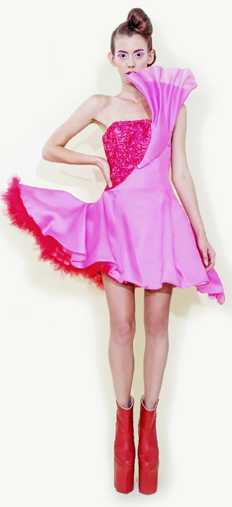 Image: A beautiful dress designed by Long Tran, the fashion designer for celebrities blend art with fashion