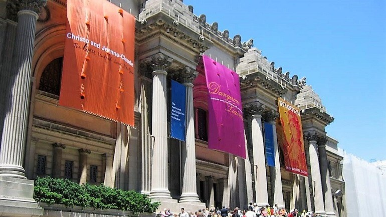Art Destinations: Museums and Art Fairs Compete for Tourists