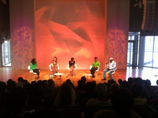 Débat : Voix de femmes et diasporas africaines à l'auditorium. Crédit photo : Claire Nini