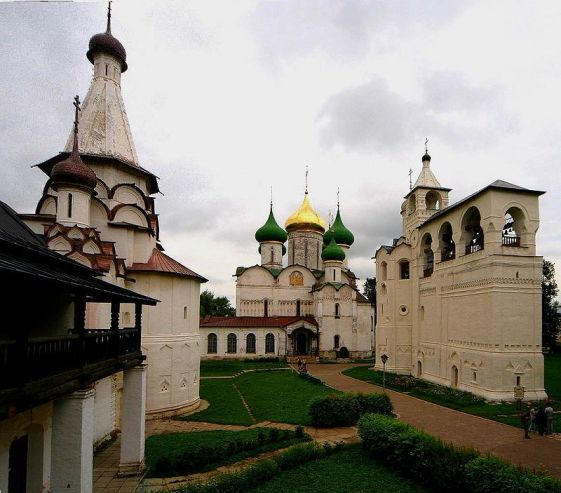 800px-Russia-Suzdal-St_Euthymius_Monastry-Transfiguration_Cathedral-Belfry
