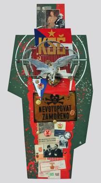 """Terč č.6. KSČ / NEVSTUPOVAT, ZAMOŘENO 122,5x60x8, sololit na ráme, akryl, asambláž / ready-made Obraz ako názorná ukážka spoločenského postoja v období Pražskej jari 68, panujúceho v Československu, k členstvu v komunistickej strane... """"Mŕtvi vtáci nelietajú..."""" Мішень №6. КСЧ / НЕ ВХОДИТИ, ЗАРАЖЕНІСТЬ 122,5x60x8, оргалит на рамі, акрил, aссамбляж / ready made Інтерактивний спосіб зображення соціального ставлення людей під час Празької весни 68 до членствоа в комуністичній партії Чехословаччини... """"Мертві птахи не літають ..."""" Target No.6: THE COMMUNIST PARTY OF CZECHOSLOVAKIA / KEEP OUT, CONTAMINATION 122,5x60x8, fibreboard on a frame, acrylic, assemblage / ready-made A picture as a visual demonstration of the social attitude towards communist party membership which was prevailent during the periodof the Prague Spring in Czechoslovakia. """"Dead birds don't fly..."""""""
