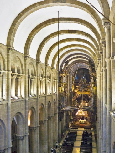 Catedral_de_Santiago_de_Compostela_interior_adjusted