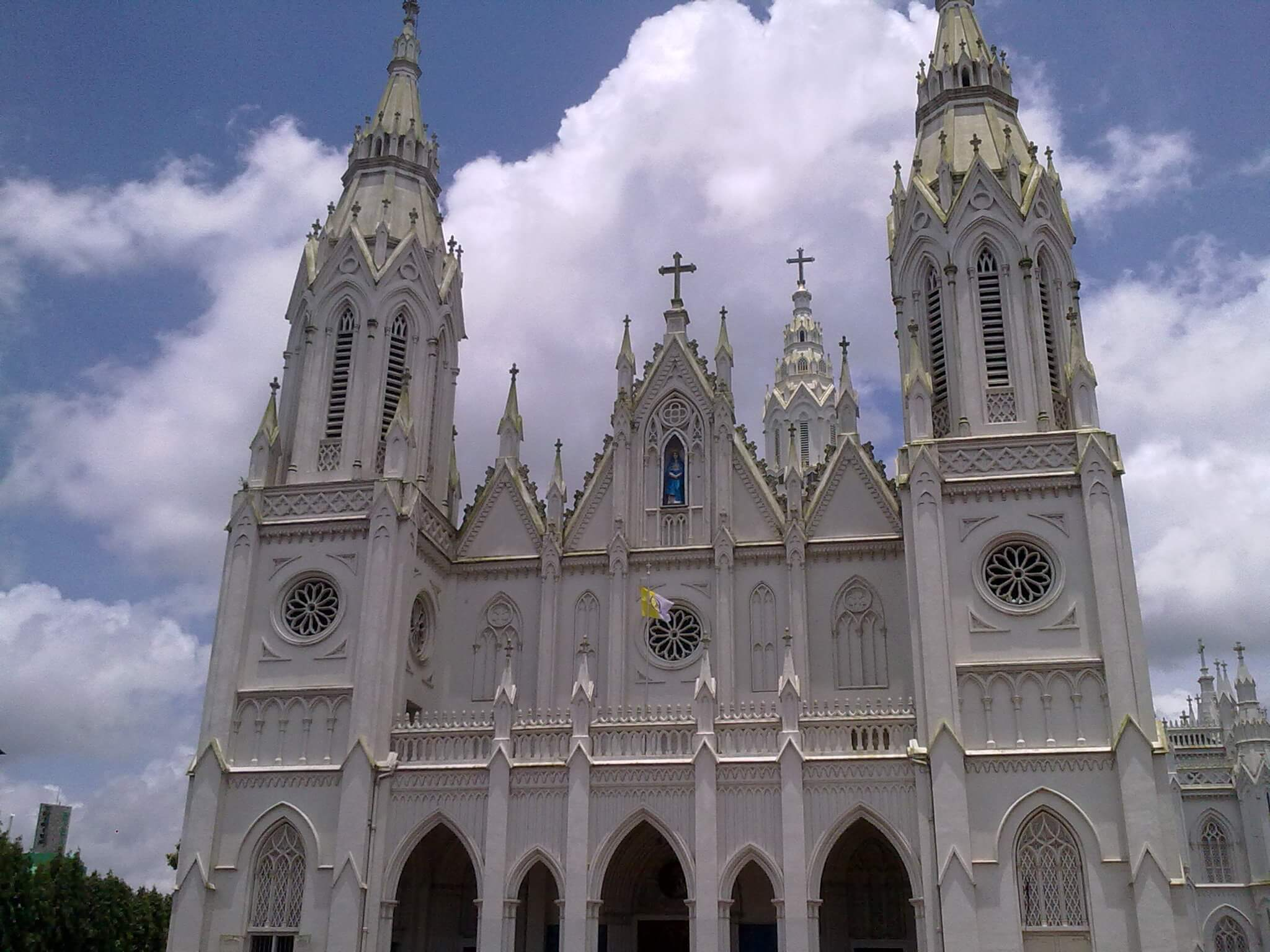 Famous Temples, Churches & Mosques in Thrissur - Artech Realtors