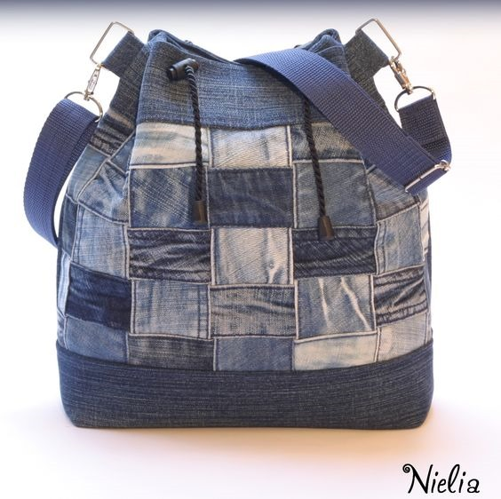 cf3323e4aaacd Patchwork de jeans na bolsa bucket. Linda!