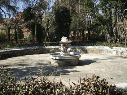 Fuente frente al Palacio Nuevo