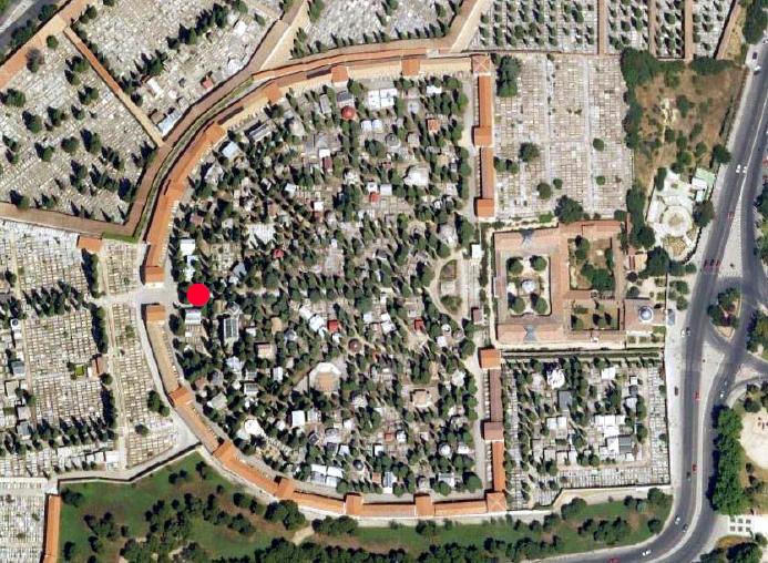 Fotografía aérea de los patios históricos de la Sacramental, con la posición del Panteón Guirao