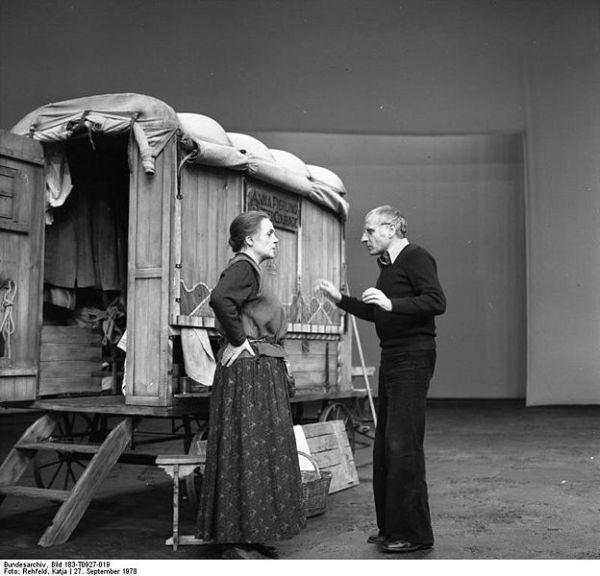 Teatro del siglo XX: teatro épico | ARTES ESCÉNICAS